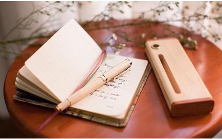 hộp bút gỗ khắc tên tphcm